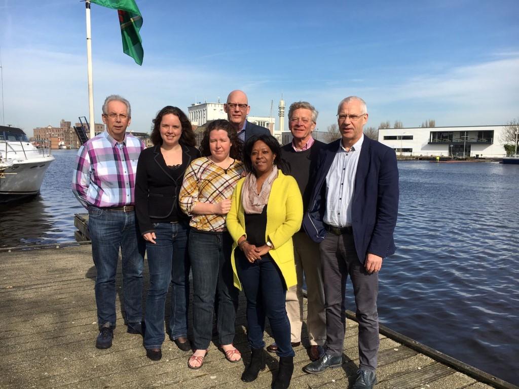 Achterste rij, vlnr: Harm Jager (RvT), Peter Prijs (Rvt), Pim van Doorn (RvT) en Henk Kooi (RvT).  Voorste rij, vlnr: Elianne Schultz (directeur-bestuurder), Helmine Pronk (diaconaal pastor) en Astrid Ameerun (RvT).